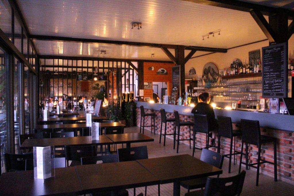 salle du restaurant Le Chalet des Pierres Jaumâtres dans la Creuse - cuisine traditionnelle française