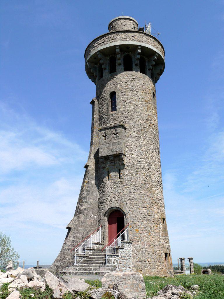 Tour panoramique de Toulx-Sainte-Croix - à visiter dans la Creuse - à proximité du parc de loisirs restaurant le Chalet des Pierres Jaumâtres