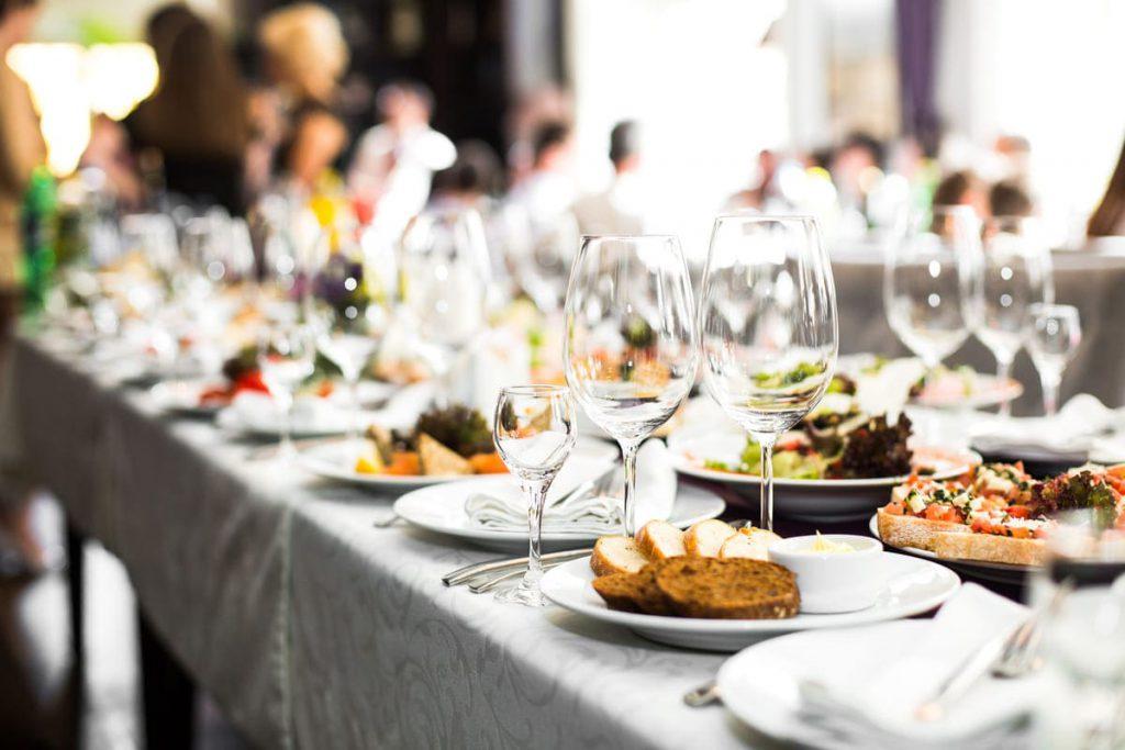 organiser un évènement professionnel dans la Creuse - restaurant pour réunion de comité d'entreprise - chalet des pierres jaumâtres - bar restaurant à Toulx-Sainte-Croix dans la Creuse