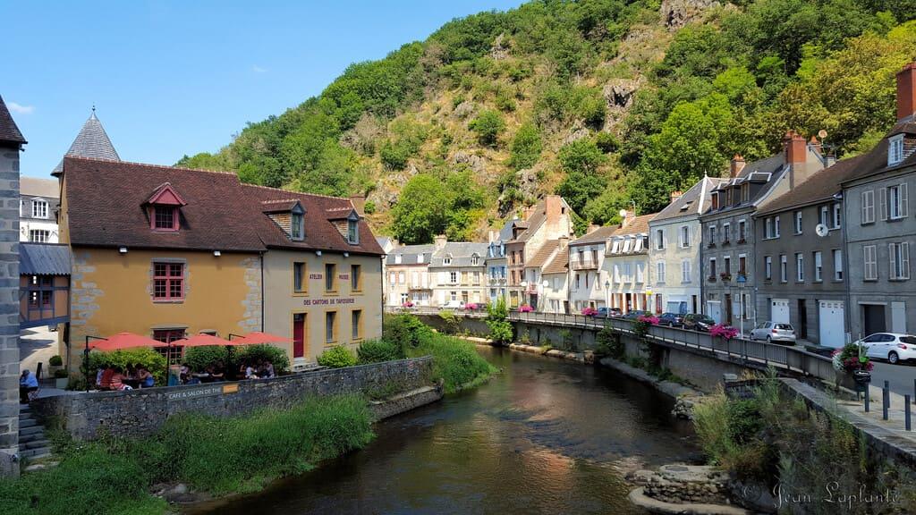 visiter la Creuse lieux incontournables - le chalet des Pierres Jaumatres - Aubusson