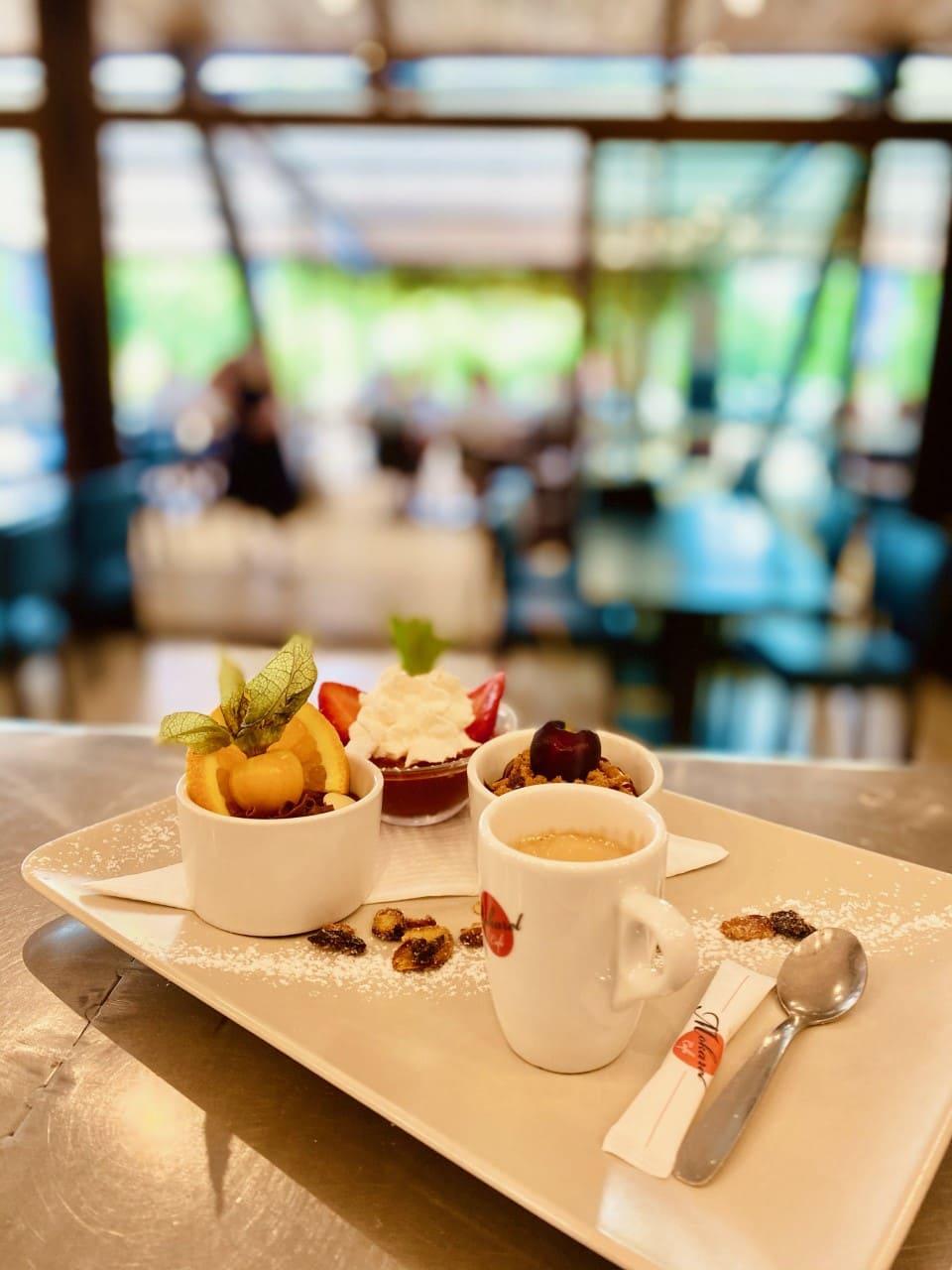 café gourmand 2021 - le chalet des pierres jaumâtres - brasserie Creuse crepe glace boisson