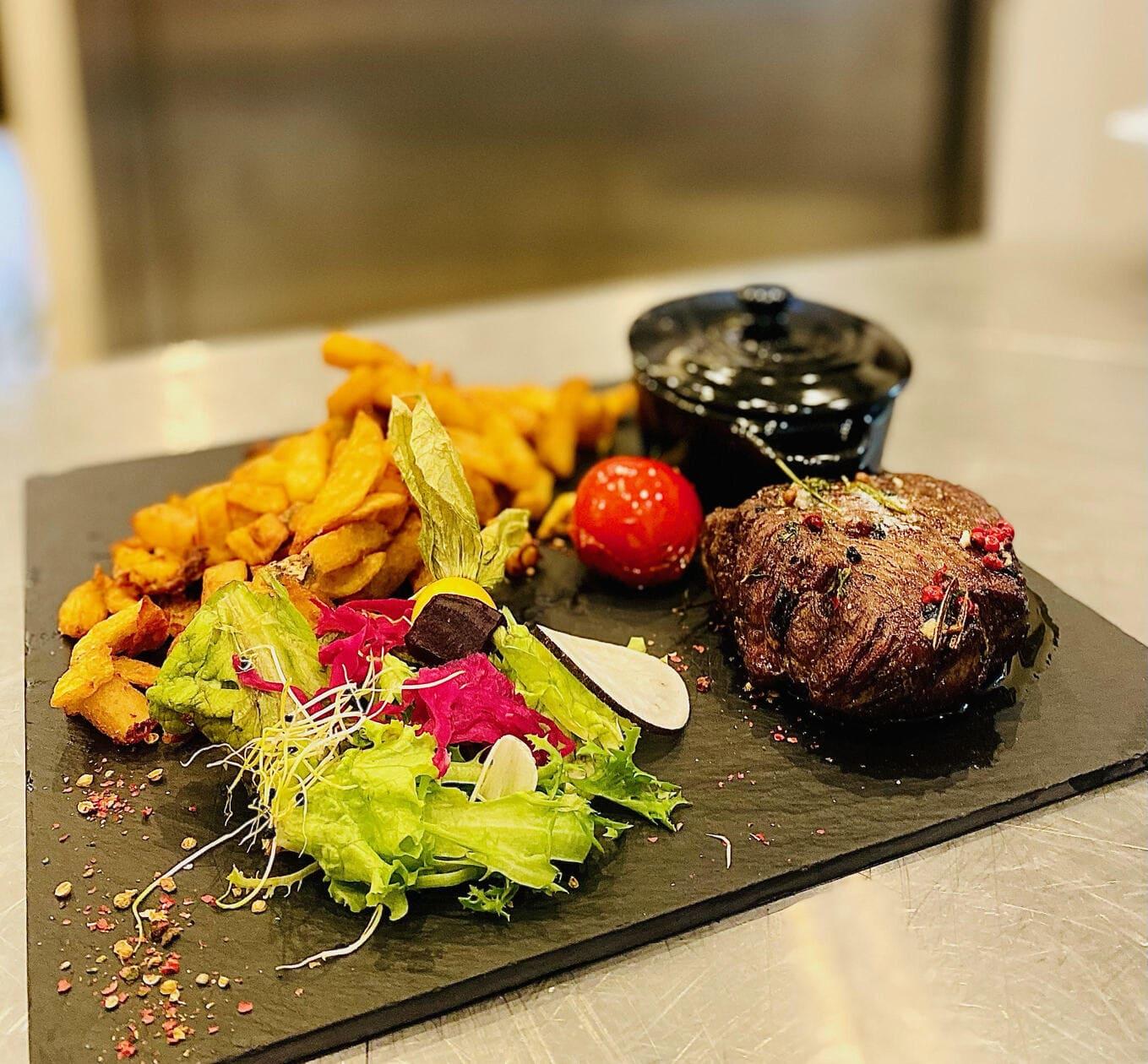 viande limousine et frites maison - le chalet des pierres jaumatres - restaurant Creuse